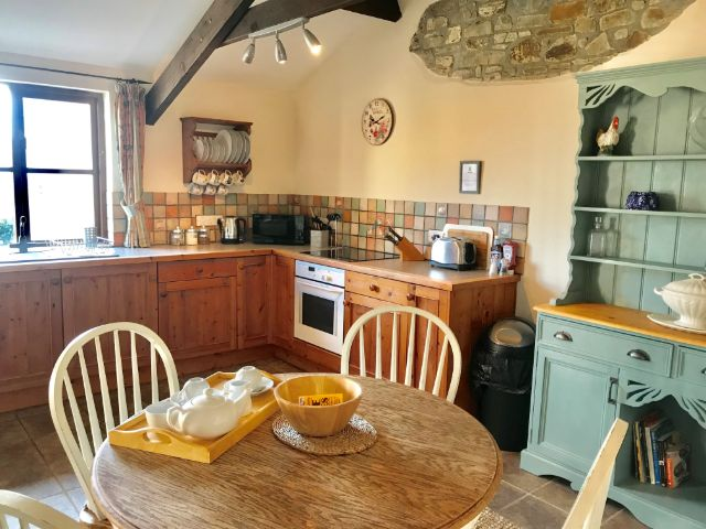 Honeysuckle Cottage Kitchen / Diner  - holiday cottage for 2 in Bude with pool
