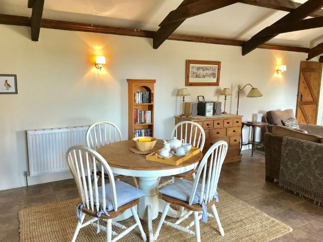 Honeysuckle Cottage dining area  - holiday cottage for 2 in Bude with pool