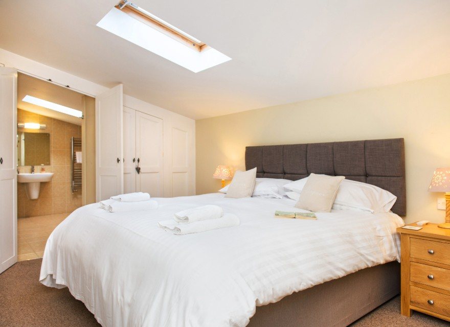 The Stables bedroom - Holiday Cottage with pool in Bude, North Cornwall