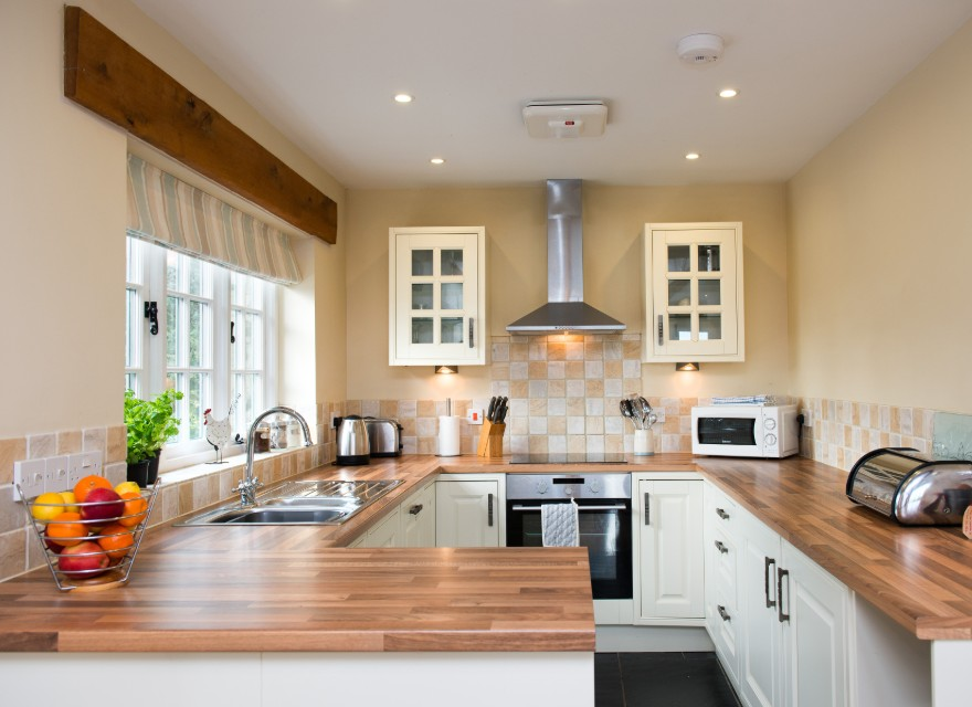 The Stables kitchen - Holiday Cottage with pool in Bude, North Cornwall