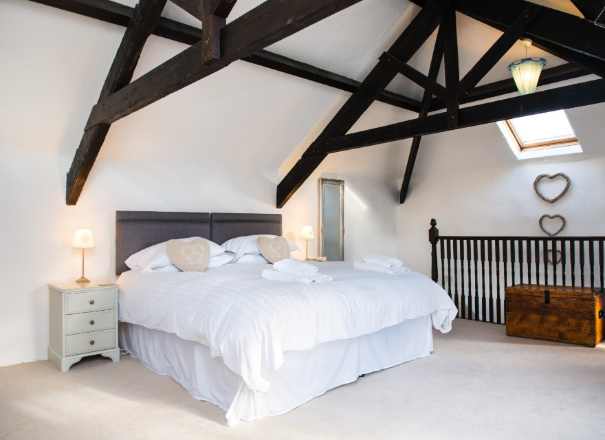 The Coach House bedroom - holiday cottage for 2 with pool in Bude, North Cornwall