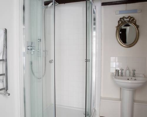 The Coach House shower room - holiday cottage for 2 with pool in Bude, North Cornwall