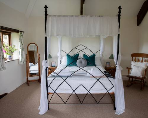 Rose Cottage double bedroom - holiday cottage with heated pool in Bude, Cornwall