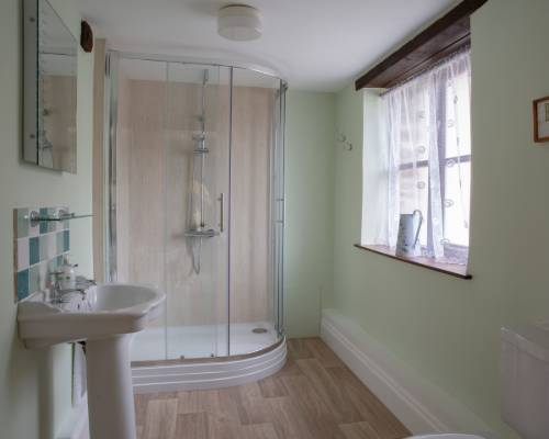 Rose Cottage twin bedroom - holiday cottage with heated pool in Bude, Cornwall