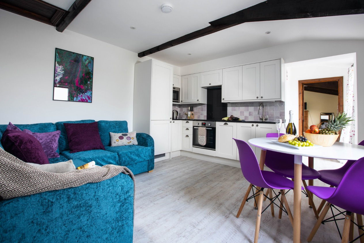 Bluebell Cottage lounge - holiday cottage sleeps 10 in Bude